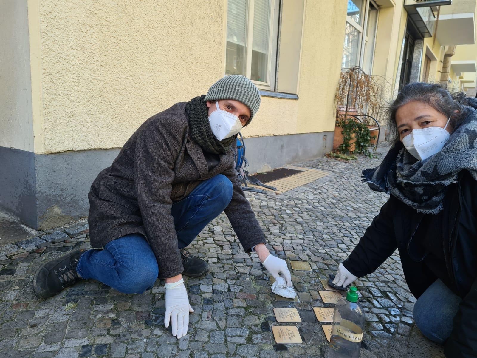 Stolpersteine putzen in Moabit